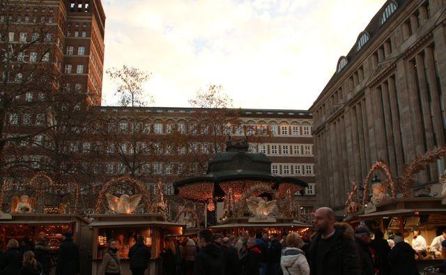 dusseldorf-kerstmarkt-Heine-platz